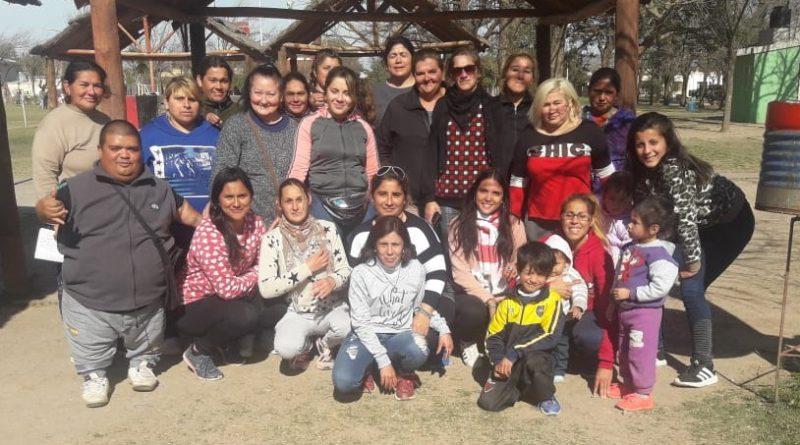 Un grupo de madres se unió para organizar la fiesta del niño